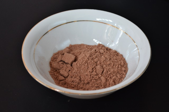 kakaolu-dudak-balsami-nasil-yapilir-adim1