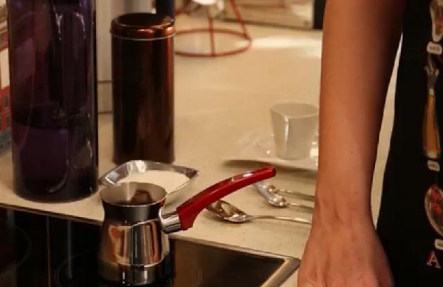 orta-sekerli-turk-kahvesi-nasil-yapilir-adim8